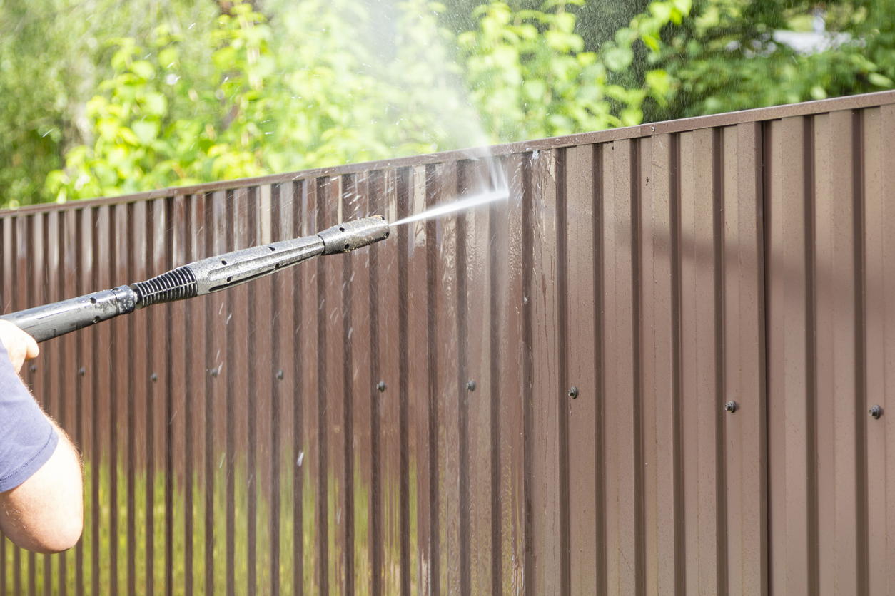 Cleaning fence with pressure power washer